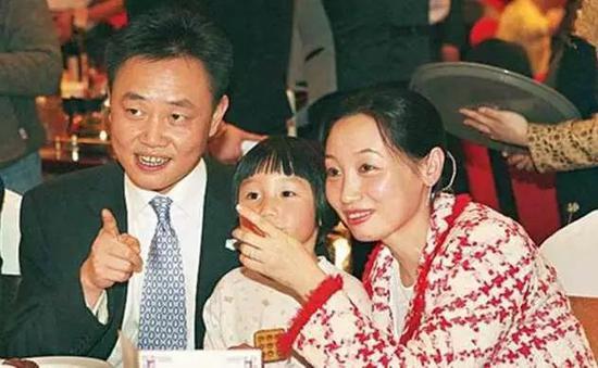 图:黄光裕和妻子杜鹃