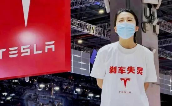 特斯拉女车主维权(图源:网络)