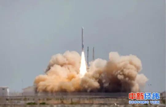 """▲""""双曲线一号遥一""""运载火箭在酒泉卫星发射中心发射"""