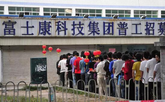 富士康厂区招募工人,2010年