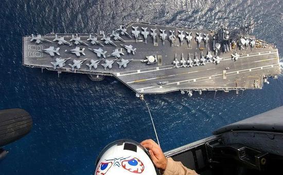 这是个大玩具吗?不,是航空母舰