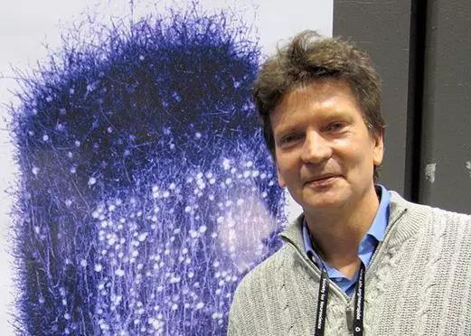 图1。 HBP的发起人马克拉姆和他心爱的鼠皮层柱微回路仿真结果。(引自http://img.clubic.com/02BB000007384273-photo-henry-markram.jpg)