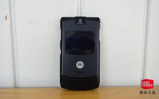 摩托罗拉经典之作RAZR V3手机其中文译名'刀锋'也显得足够信达雅