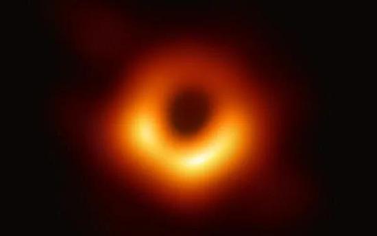 我们才仅仅能看到黑洞而已。图片来源:Event Horizon Telescope/wikipedia, CC BY-SA
