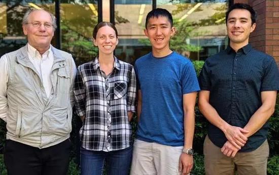 ▲本研究的主要作者:Stephen Tapscott博士、Amy Campbell博士、Guo-Liang Chew博士和Robert Bradley博士(图片来源:Fred Hutchinson癌症研究中心)