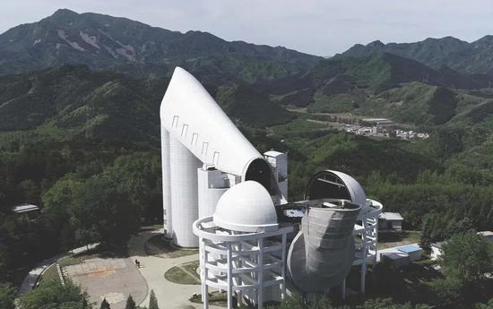 图1LAMOST望远镜