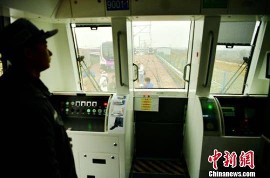 成都地铁9号线全自动无人驾驶列车正式亮相
