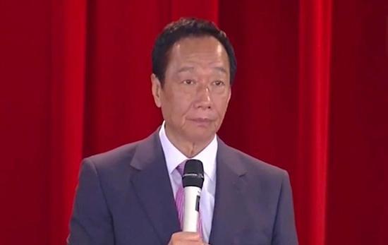 鸿海集团创始人、董事长郭台铭在6月21日公司股东会上正式宣布卸任董事长一职。视频截图