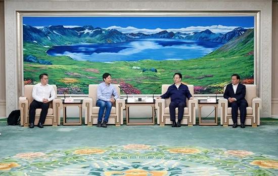 9月9日,省委书记景俊海,省委副书记、省长韩俊一起在长春会见小米集团创始人、董事长兼首席执行官雷军一行。邹乃硕 摄