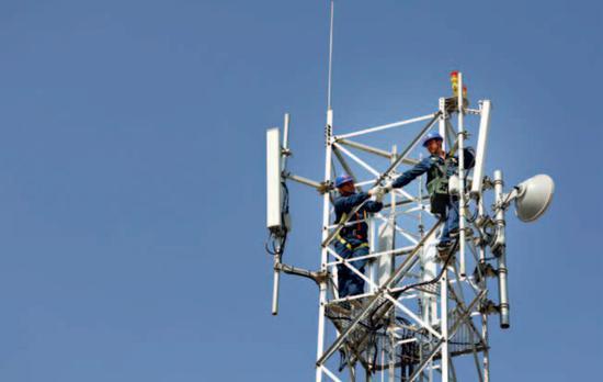 2G 时代,华为是一家轻于鸿毛的公司;3G 时代,华为照样是一个追赶者;4G 时代,华为实现了大发展;即将到来的 5G 时代,华为已经赢得先发上风。(原料图)