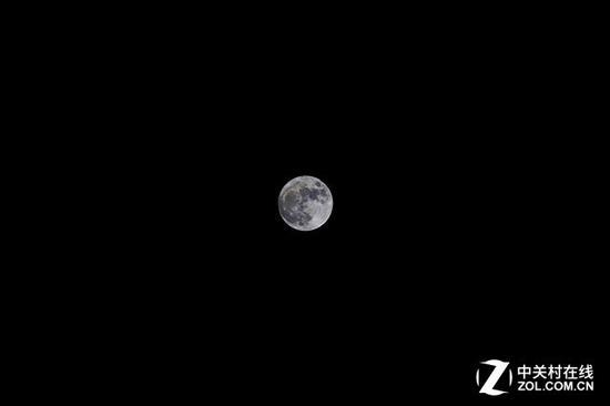 500mm焦距下,月亮升起后,畫面中月亮大概只有這么大