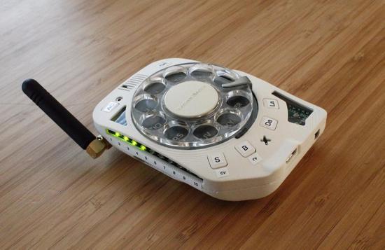 太会玩了!有人自制了一台转盘拨号手机