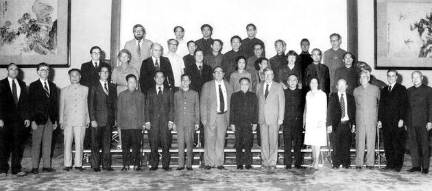 1979年6月10日-13日,中美高能物理联合委员会第一次会议在北京召开,邓小平、方毅接见了中美高能物理联合委员会成员。(图片来源:中国科学院高能物理所网站)