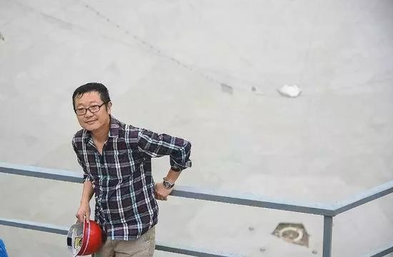 2015年1月,在中国科学院的邀请下,刘慈欣去贵州参观了正在建设的全世界最大的射电望远镜FAST