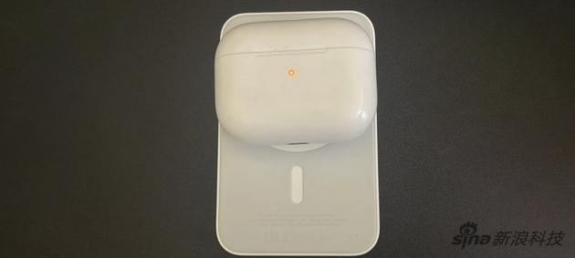 111MagSafe外接电池给AirPods Pro充电