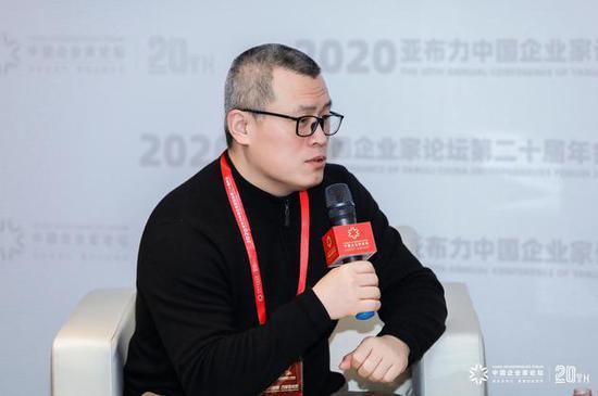 新浪邓庆旭:互联网正加速渗透我们的生活 代际之间也在发生改变