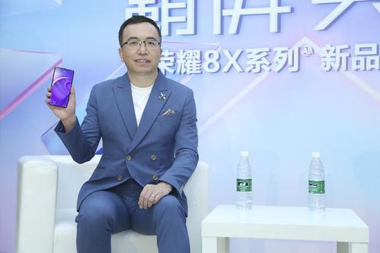 荣耀总裁回应黄章批评滑屏:吃不到葡萄说葡萄酸