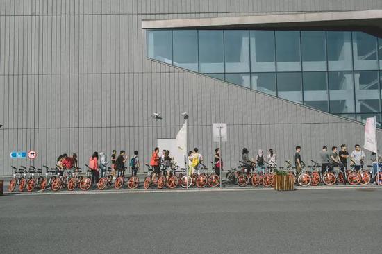 摩拜单车消失了 但粉丝们还活着
