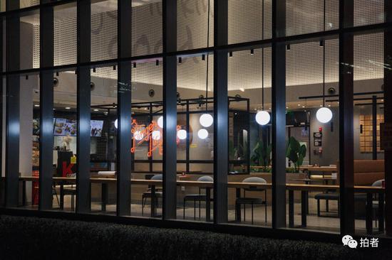 △3月16日傍晚,西二旗中关村软件园,一家已经开放堂食的餐饮店鲜有顾客光顾。