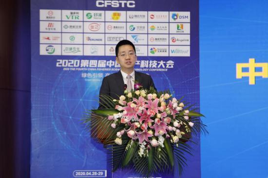 通威股份董事长谢毅代表通威发布《中国水产行业绿色健康发展倡议书》