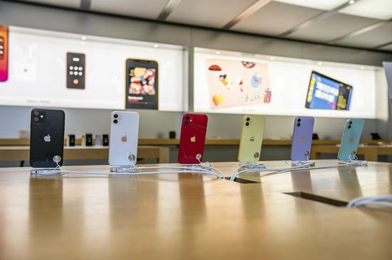 苹果 CEO 库克曾表示,为了产品质量,苹果无意向东南亚等低成本区域转移产能,目前事实并非如此 | 视觉中国