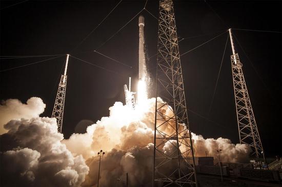 SpaceX即将获准向更低轨道空间发射卫星 竞争对手担忧此举会让太空更为拥挤