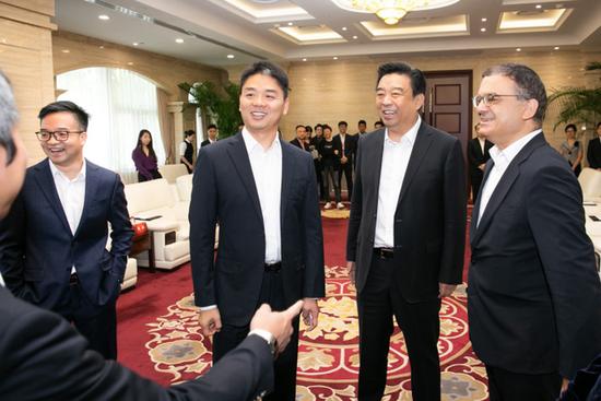 京东与如意集团达成战略合作 刘强东出席的照片 - 2