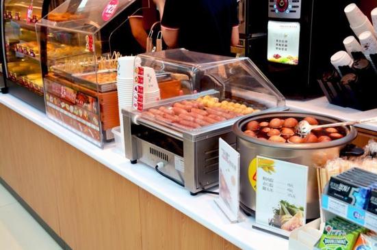 """便利店中的鲜食被视为""""救命稻草"""""""