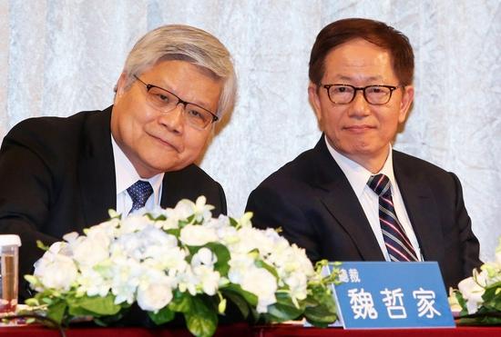 台积电总裁魏哲家(左)与董事长刘德音