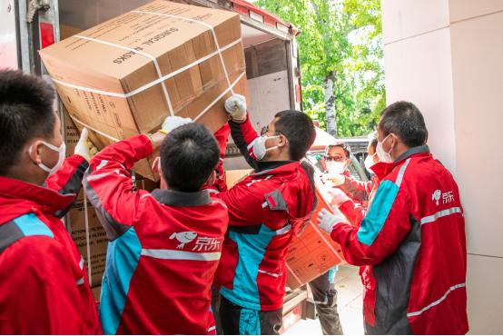 京东物流车队将抗疫医疗物资运送至智利驻华大使馆