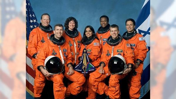 STS-107义务的通盘成员。2003年发射前,他们搭乘哥伦比亚号航天飞机的义务已经推迟了18次。但是,在返回地球时,哥伦比亚号解体,机上人员无一幸存。
