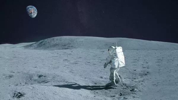 宇航员徒步环游月球一周要多长时间呢?