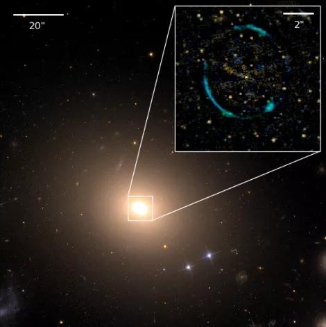 """图中是ESO 325-G004星系形成的""""爱因斯坦环""""。科学家通过测量恒星如何移动,从而计算出前景星系ESO 325-G004的质量。之后他们计算了环绕该星系的爱因斯坦环曲率,从而确定它对周围空间的变形程度。"""