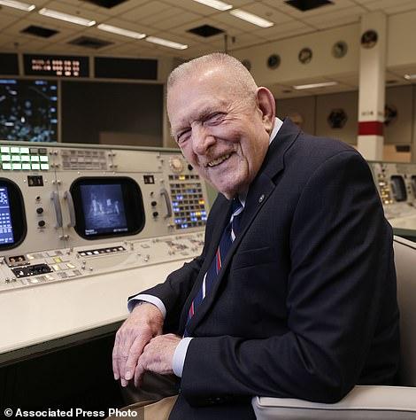 吉恩·克兰兹是NASA的航空工程师,也是一位战斗机飞行员,他在阿波罗计划中担任飞行主管。