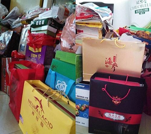 资料图:广州一位老人购买的保健品。中新网记者 邱宇 摄