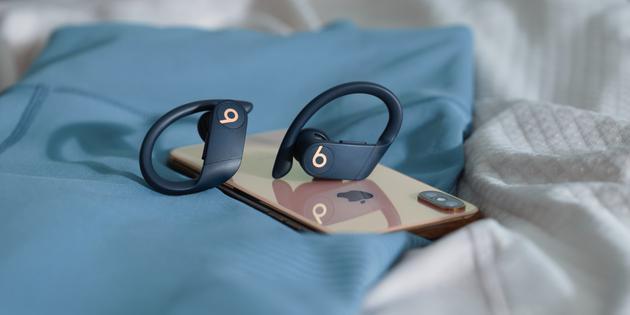 苹果AirPods还是Powerbeats Pro?这有一份真无线耳机指南-玩懂手机网 - 玩懂手机第一手的手机资讯网(www.wdshouji.com)