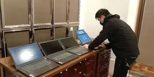 联想集团PC工程师在武汉测试机器,图片来源@全球云观察据
