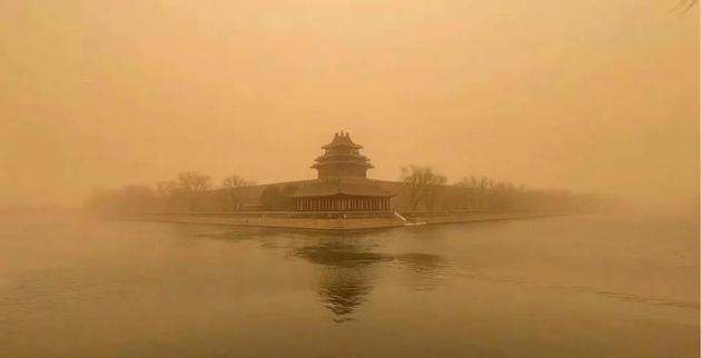沙尘笼罩下的故宫谯楼丨东方ic