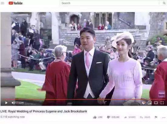 2018年10月,刘强东夫妇在英国参加了尤金妮公主的婚礼