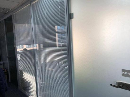 ▲被紧锁的高层领导办公室大门