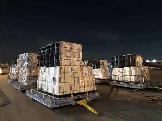 200多万只口罩、6.5万件防护服等防疫物资运抵广州