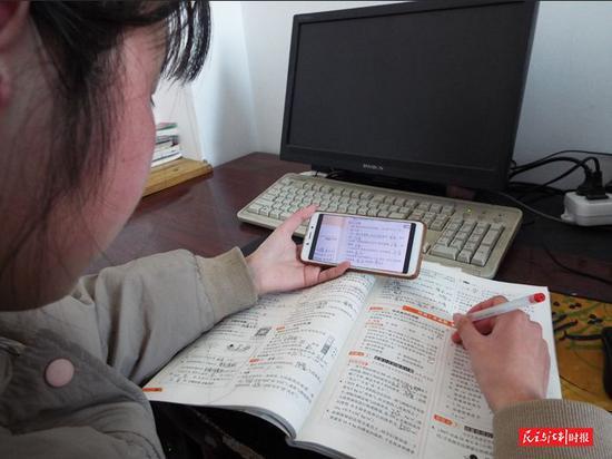 自 2 月 10 日以来, 鹤壁市淇县教体局全力以赴组织全县中小学教师在家上网 开展教学活动。 图片来源:河南省教育网