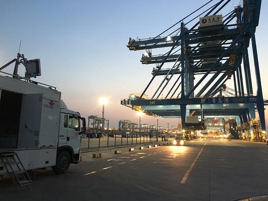 2019年10月11日,中国联通在青岛港智慧码头实现SA工业级控制
