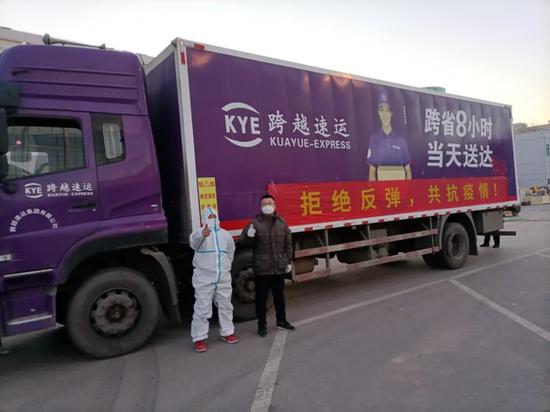 石家庄跨越运送从武汉发来的火眼实验室物资设备。
