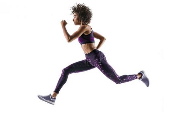 跑步时人们的手臂会弯曲交替摆动,而行走时手臂则保持垂直,这是为什么呢?