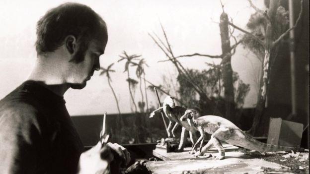 蒂皮特曾执导了1985年的定格动画恐龙短片《史前巨兽》(Prehistoric Beast)。