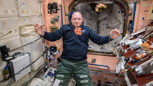 在太空中吃胡萝卜是一个挑衅。