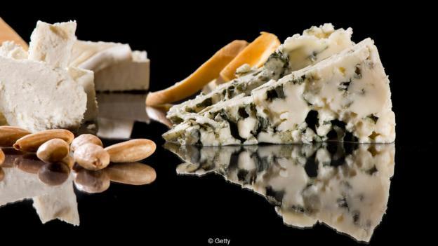 每100克蓝干酪中含有2.7克盐,这一含量程度已经挨近海水。