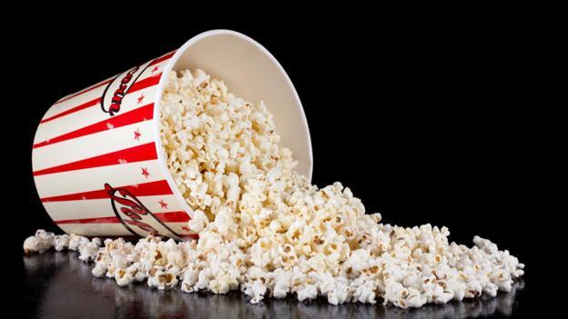 电影院销售的大桶添盐爆米花(约250克)中约含有5克盐,挨近健康指南中镇日的摄入量。
