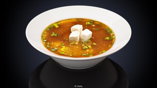 一碗味噌汤中含有约2.7克盐。